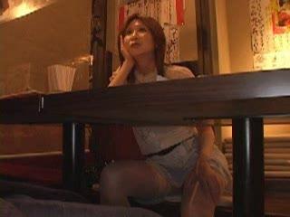 ナンパされた男についていき個室居酒屋で不倫セックスする淫乱熟女…
