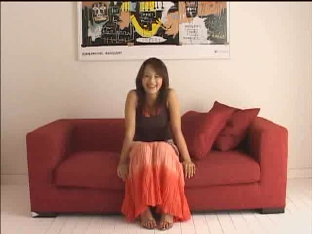 【ピンヒールミニスカ女医無修正無料】美女のH無料動画。ヒールを履いた美女女医が、患者のズボンの上からペニスを撫でる♪