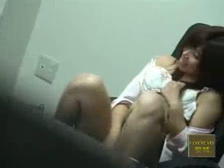 オフィスの会議室でレズビアンOLたちが手マンオナニーの見せ合いっこ…