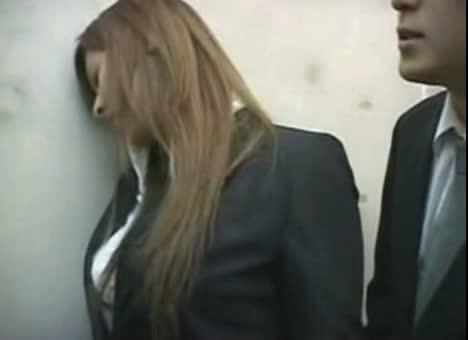 泥酔美巨乳オフィスレディーを密室エレベーター内でかけ痴漢強姦-