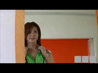 【オナニー】コスプレの人妻のオナニー動画。スレンダーで美脚!
